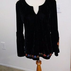 Tops - Black velvety top with embroidery on the sleeve